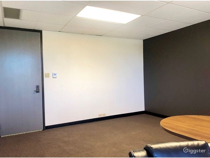 The Empty Suite (Office) Photo 3