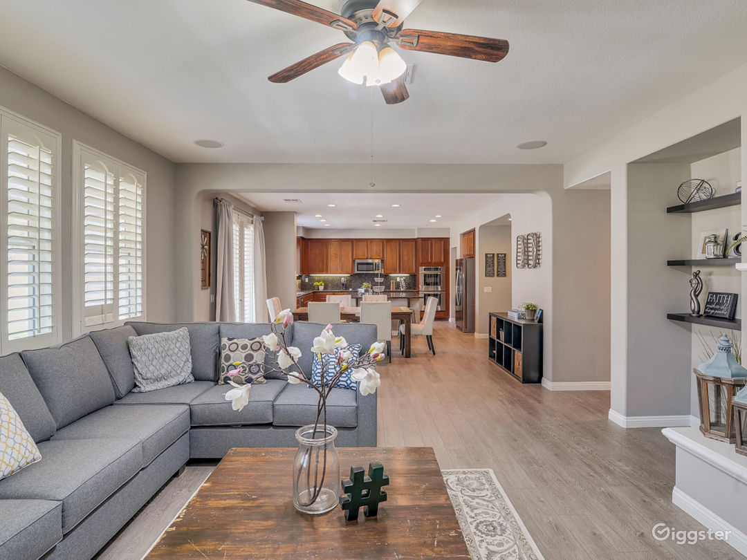 Spacious House w/ Lots of Natural Light  Photo 3