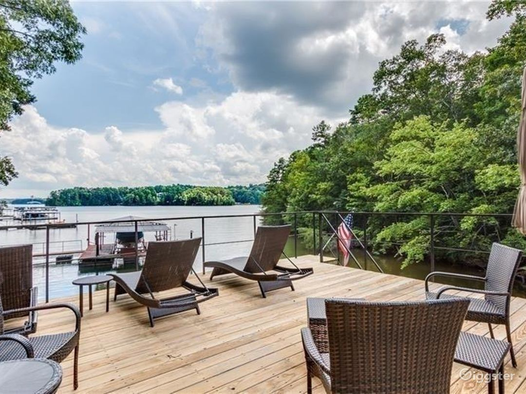 Traditional Home with Stunning Lake Views Photo 2