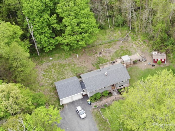 Modern Ranch House in Kingston, NY (11.4 acres)