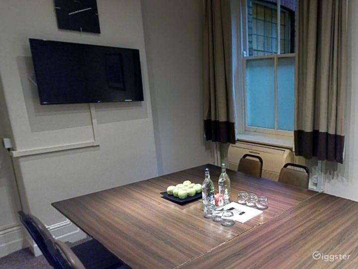 Small Meeting Room in Leeds Photo 2