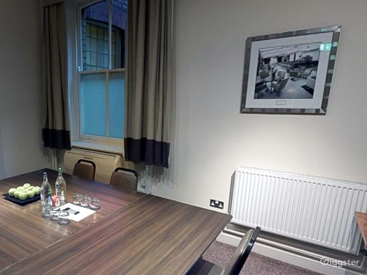 Small Meeting Room in Leeds Photo 3