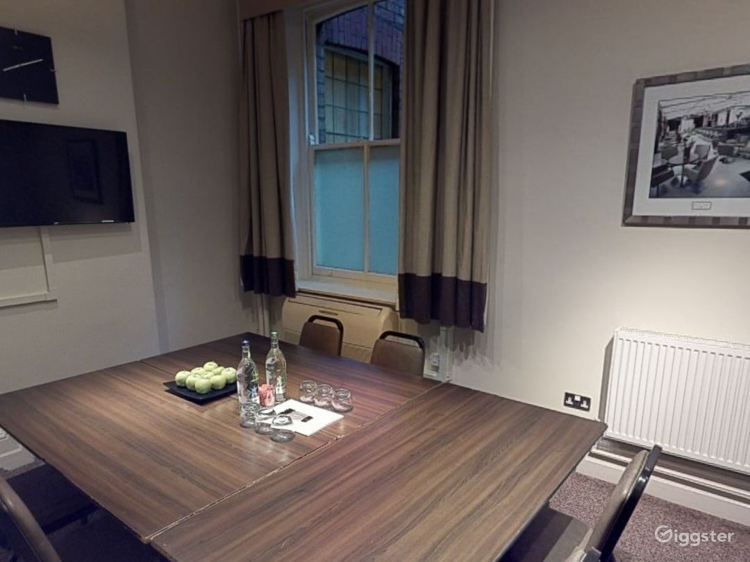 Small Meeting Room in Leeds Photo 1