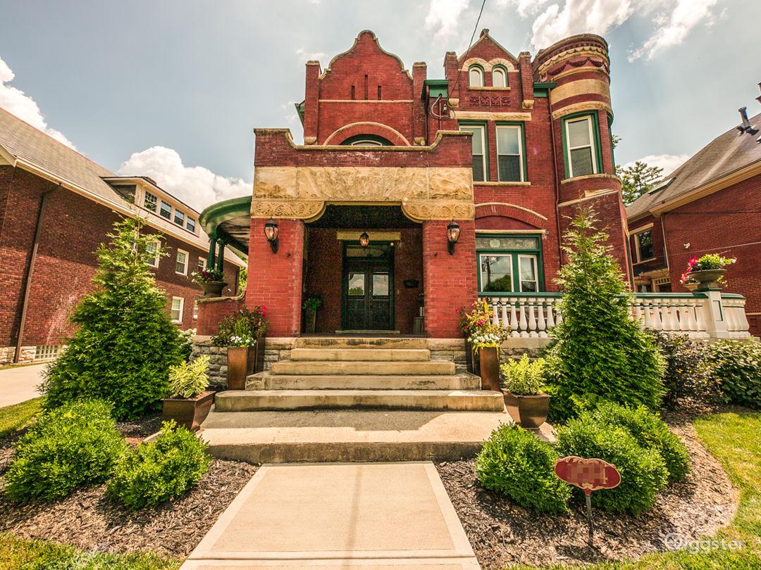 Elegance, history & modern amenities @ Burch Manor Photo 1