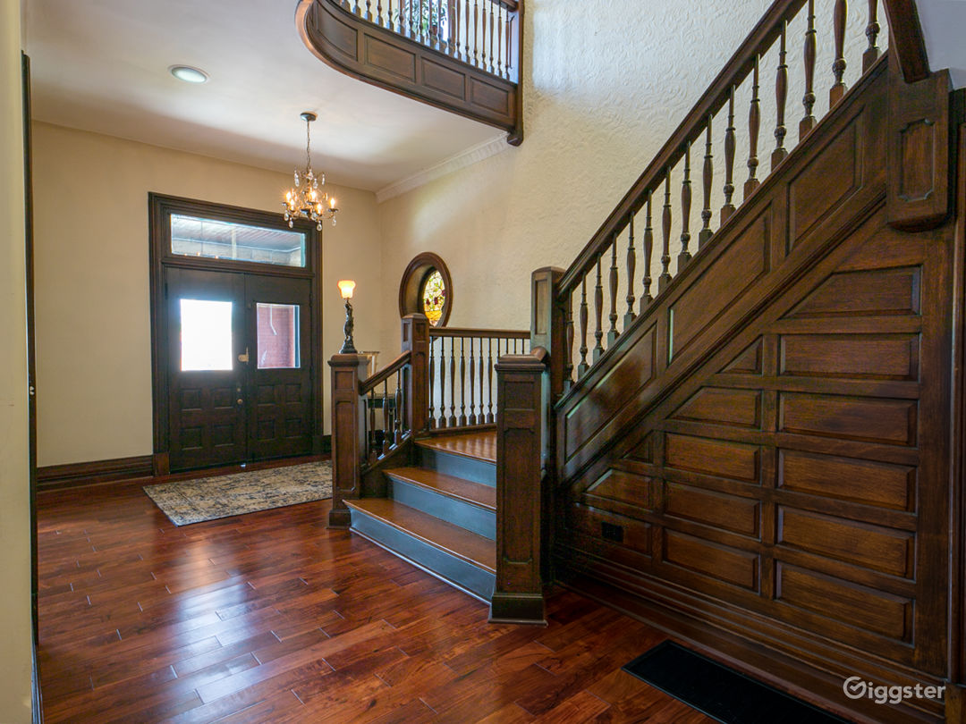 Elegance, history & modern amenities @ Burch Manor Photo 2
