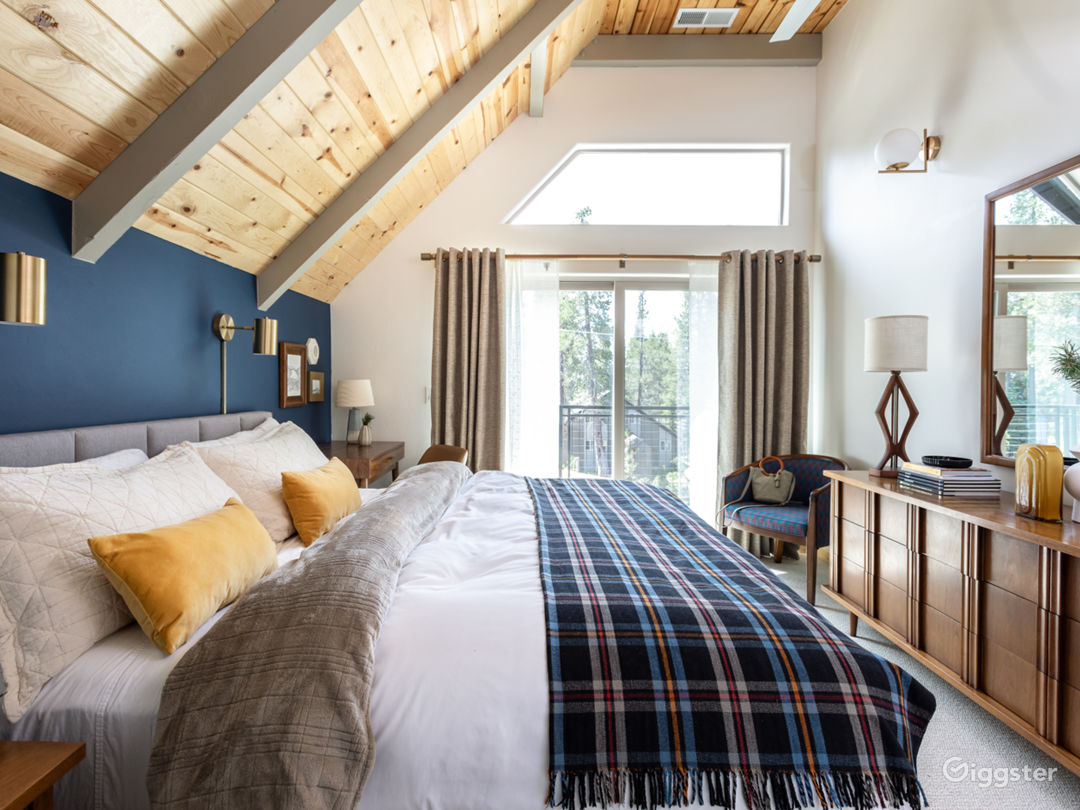 Van Norden Lodge: Serene Lakes Photo 4
