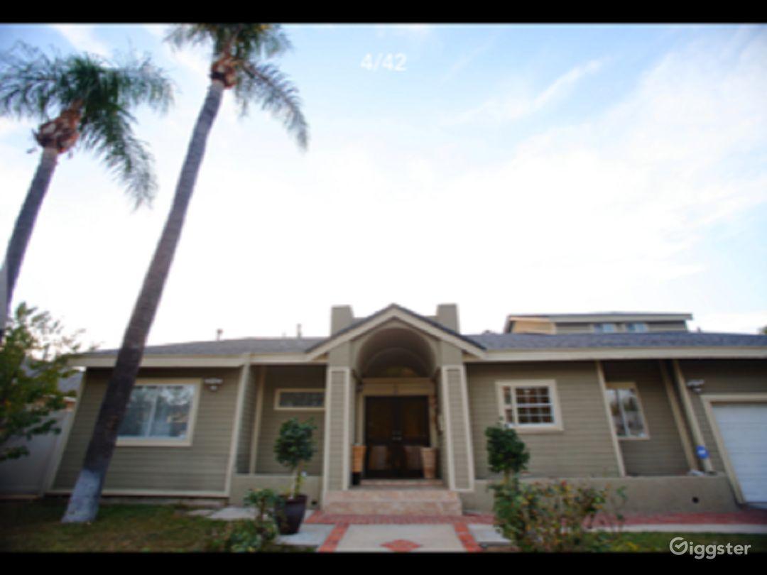 Beautiful Home in San Fernando Valley Photo 2