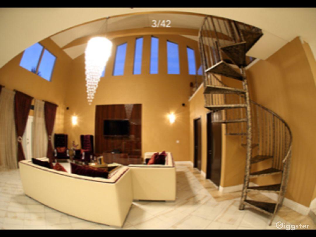 Beautiful Home in San Fernando Valley Photo 1