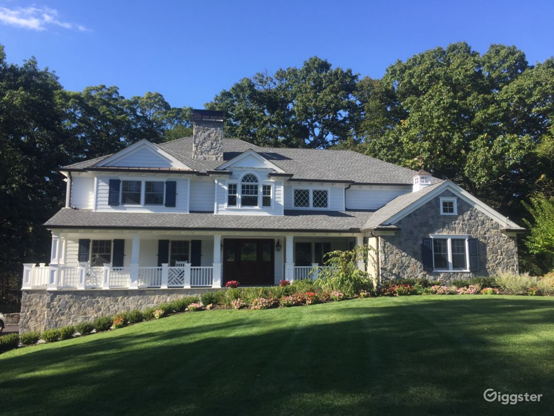 Timeless White Clapboard House with stone features Photo 1
