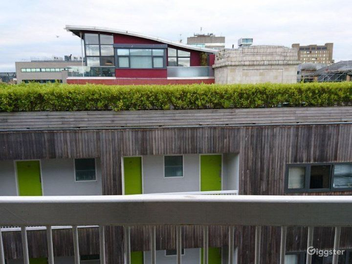 Chic Balcony Apartment in Liverpool  Photo 4