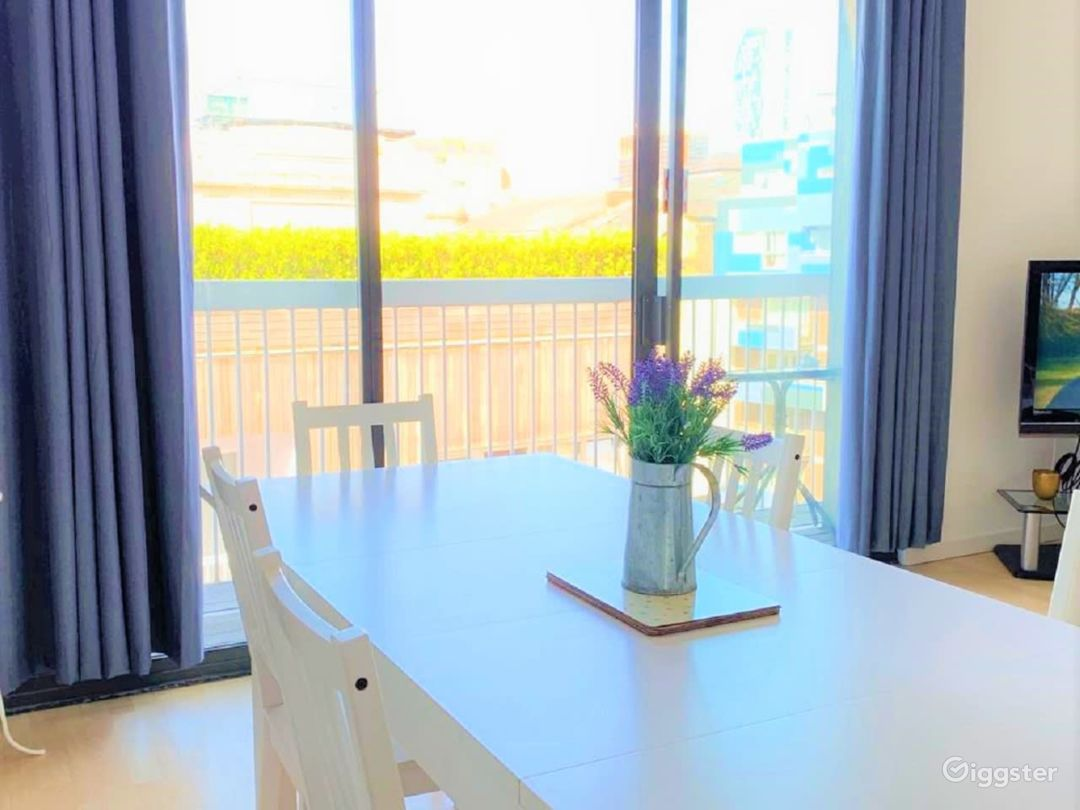 Chic Balcony Apartment in Liverpool  Photo 1