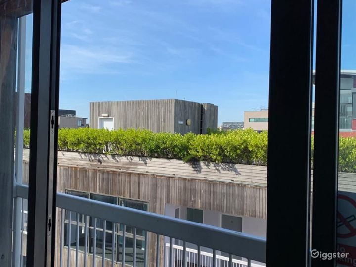 Chic Balcony Apartment in Liverpool  Photo 3