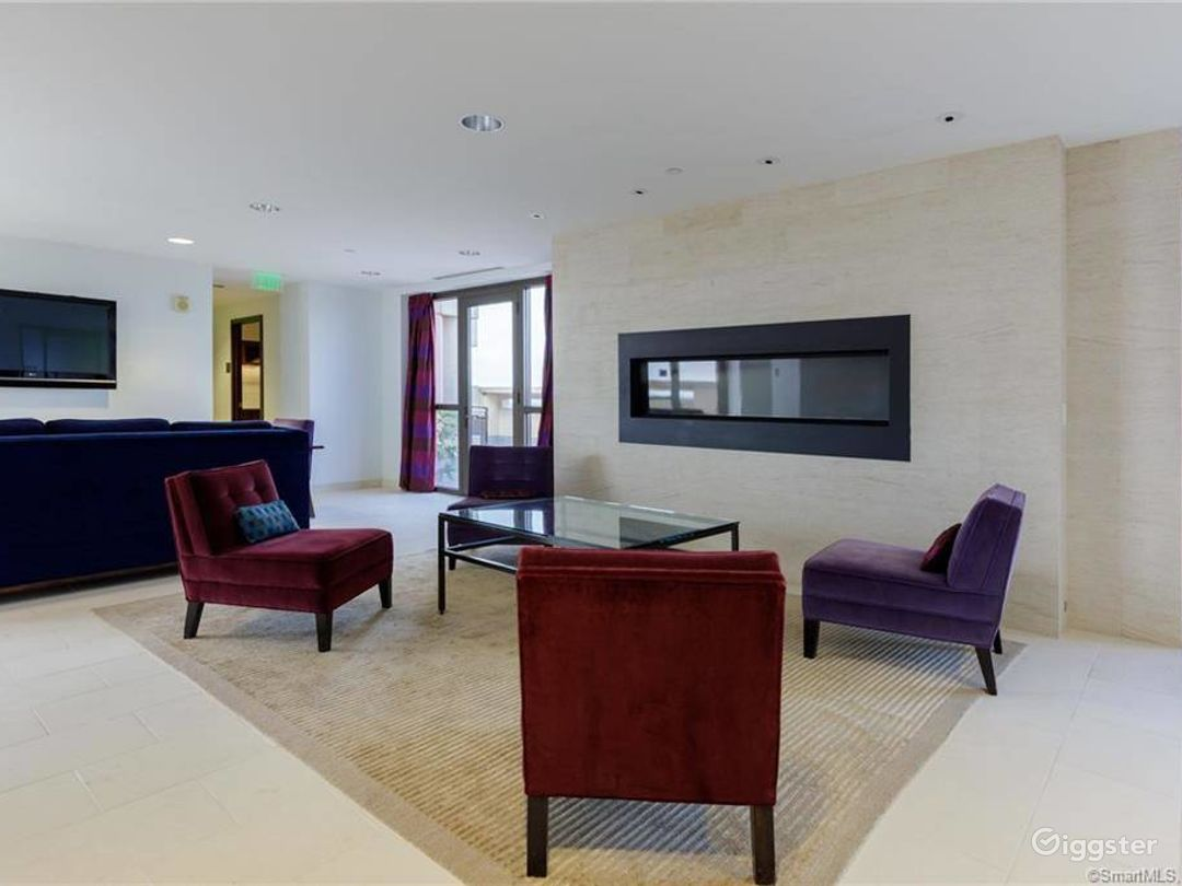 Modern Penthouse & Outside Garden/Decor/Greenery Photo 1