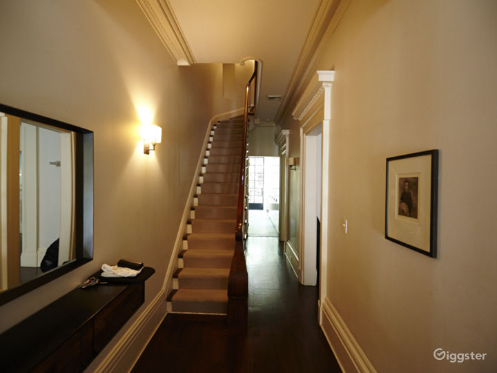 Contemporary townhouse: Location 5055 Photo 2