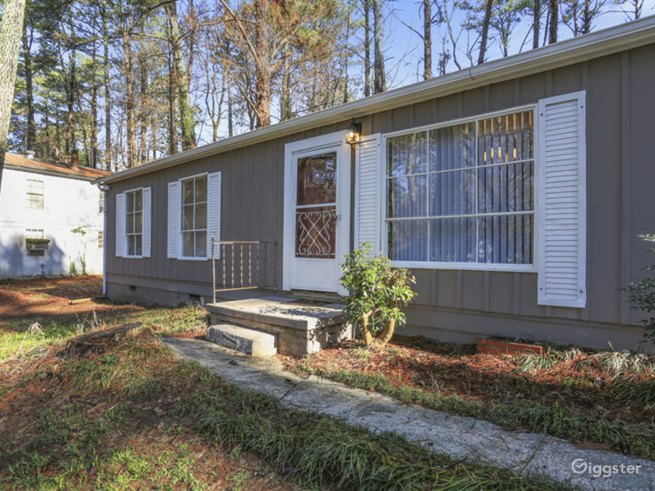 Lovely remodeled Doraville home convenient to 85 Photo 2