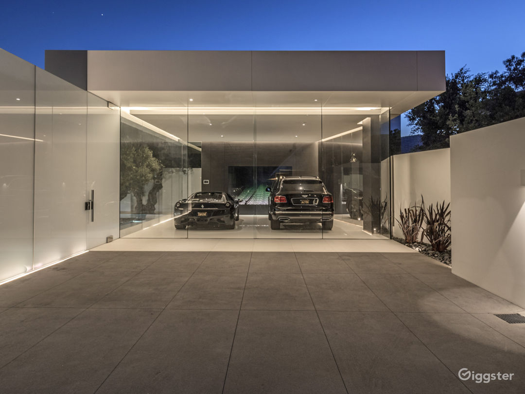 Beverly Hills Glass House Photo 3