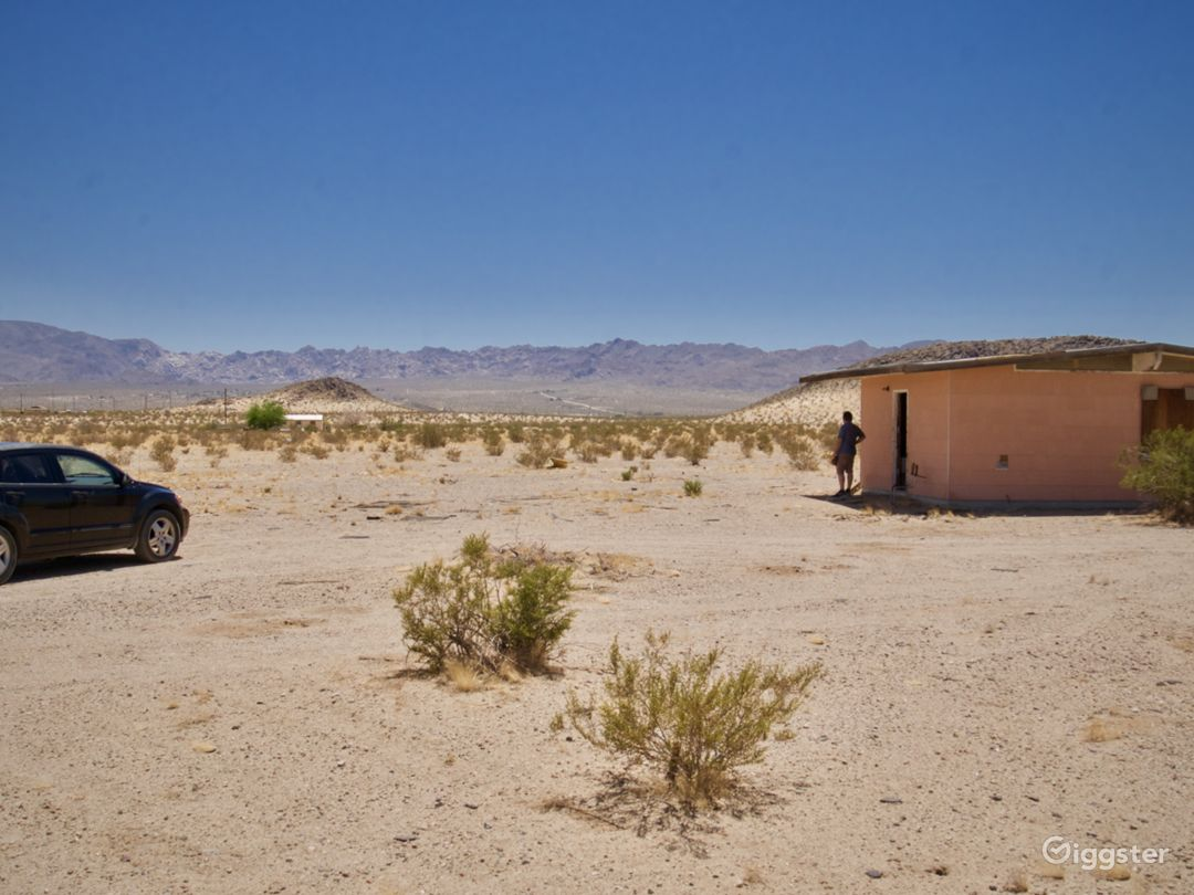 Mountainous Desert Landscape Views Photo 5