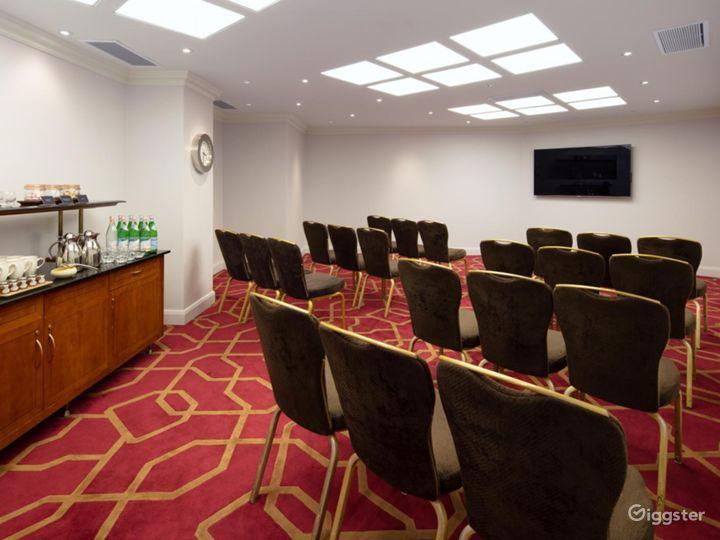 Prestige Private Room 42 in London, Heathrow Photo 2