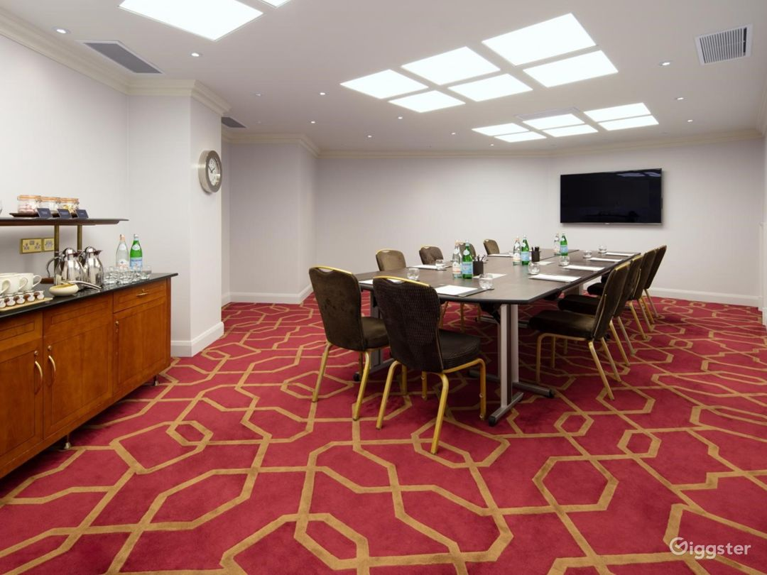 Prestige Private Room 42 in London, Heathrow Photo 1