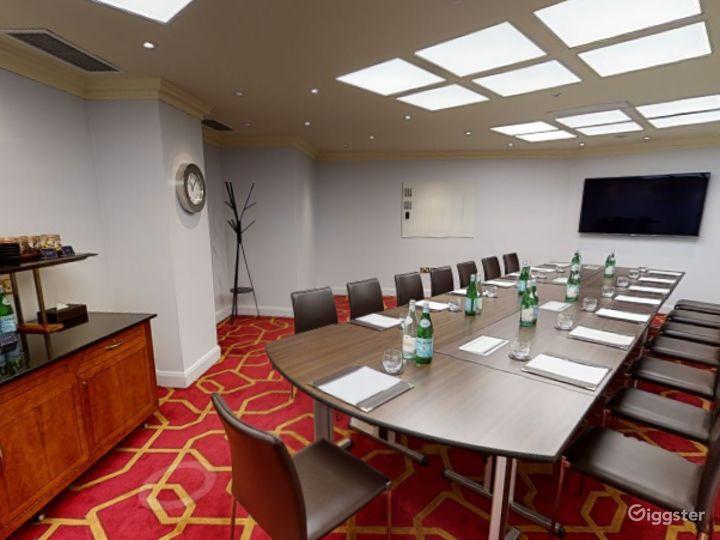 Prestige Private Room 42 in London, Heathrow Photo 3