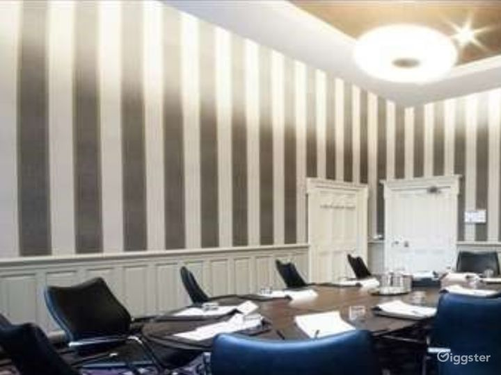 Intimate Caledonian Room in Glasgow Photo 2