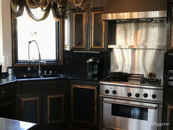 Full Professional Kitchen.