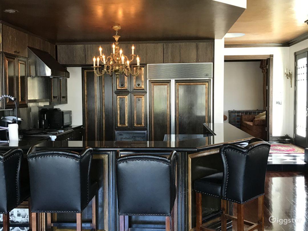 Bar Seating Around Kitchen.