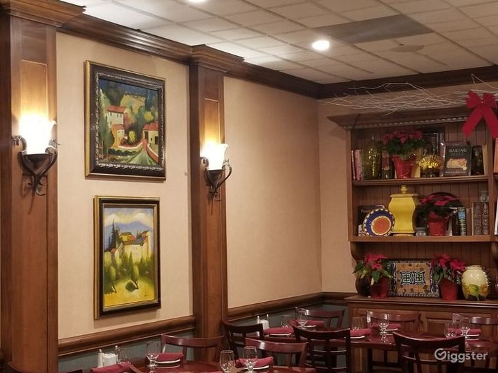 Intimate Indoor Dining Restaurant  Photo 5