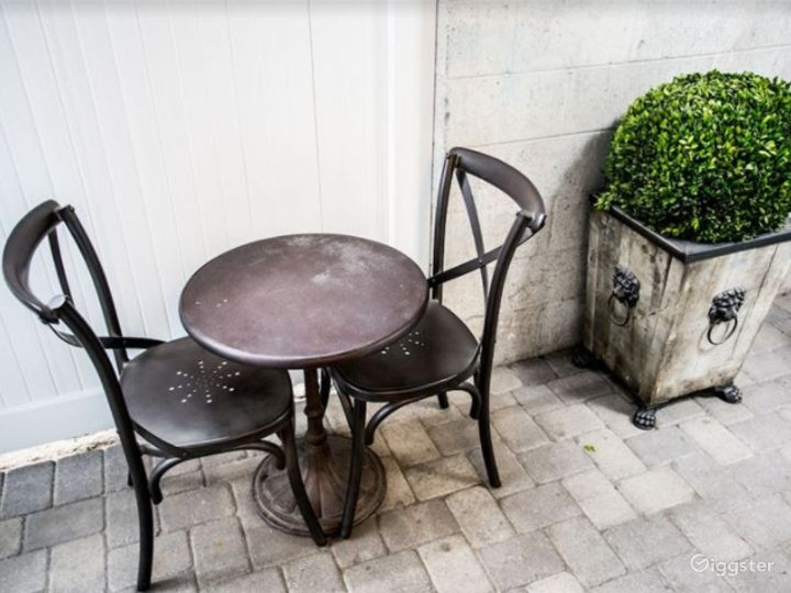 Tiny Dining Area for your Meetings Photo 4