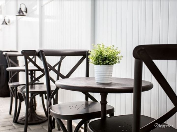 Tiny Dining Area for your Meetings Photo 2