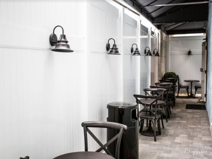 Tiny Dining Area for your Meetings Photo 3