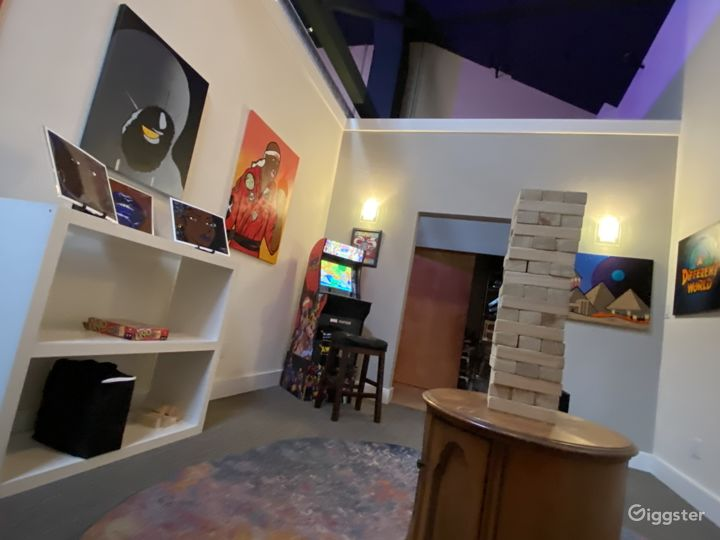 Art Gallery in Spacious Loft by Lake Merritt Photo 3