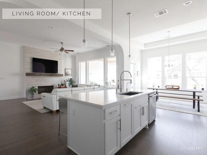 Bright White, Modern, Luxury Home Photo 4