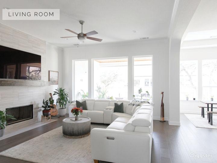 Bright White, Modern, Luxury Home Photo 3