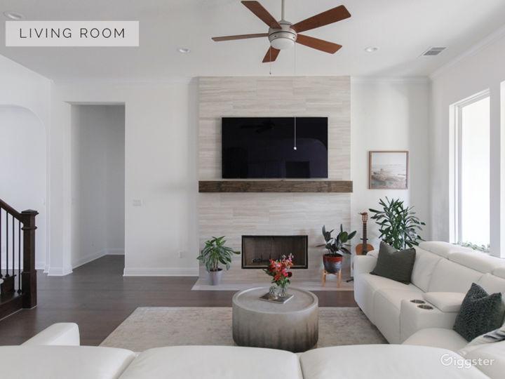 Bright White, Modern, Luxury Home Photo 5