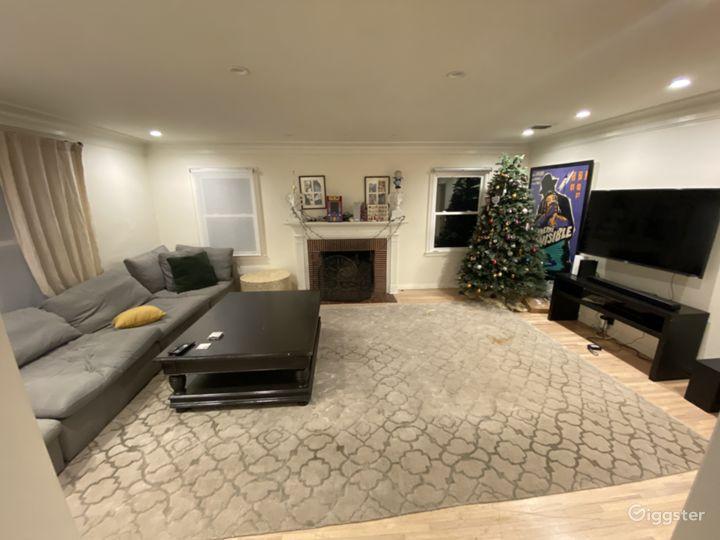 Beautiful suburban home with add. Full pool house  Photo 2