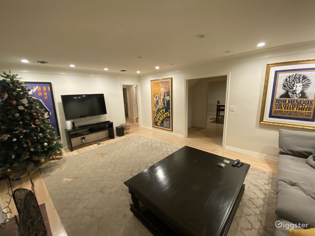 Beautiful suburban home with add. Full pool house  Photo 1