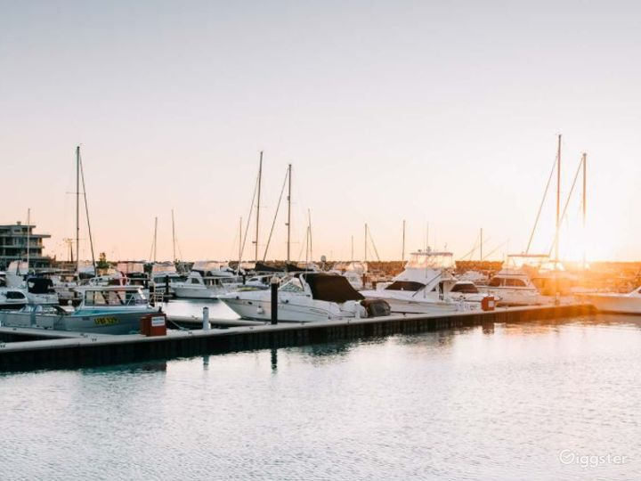 Beautiful Harbour Suite with Picturesque Marina Photo 4
