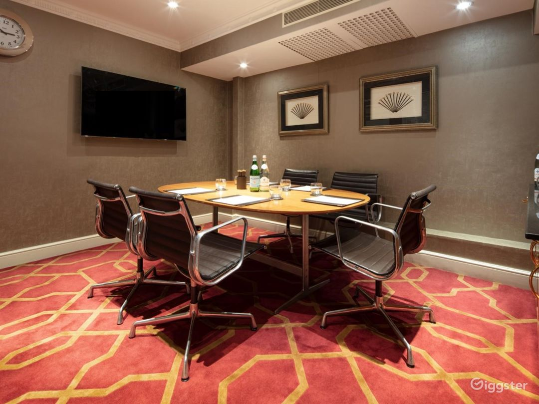 Small Private Room 15 in London, Heathrow Photo 1