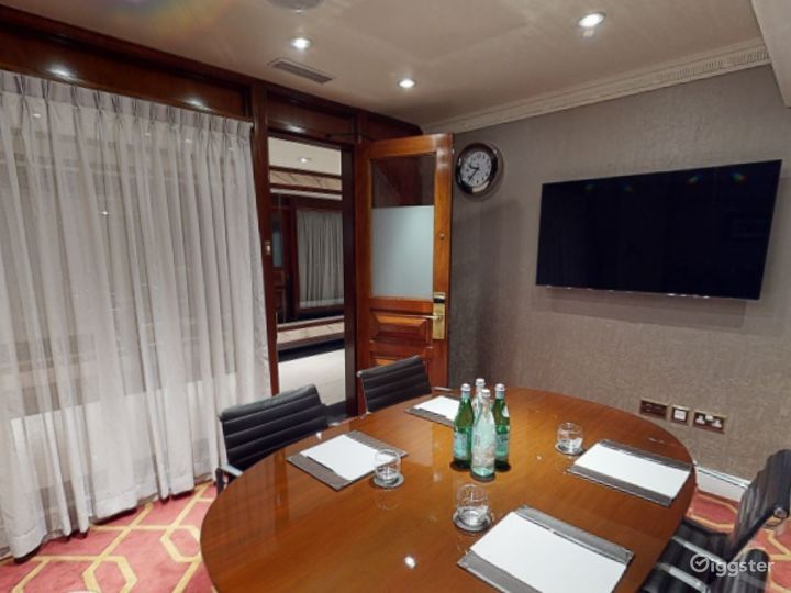 Small Private Room 15 in London, Heathrow Photo 3