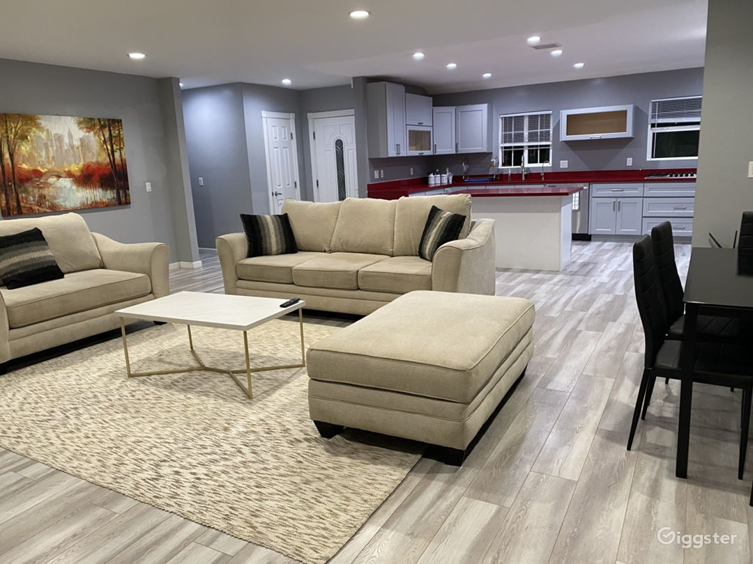 GORGEOUS Modern remodeled house W/Pool& 4 bedrooms Photo 1