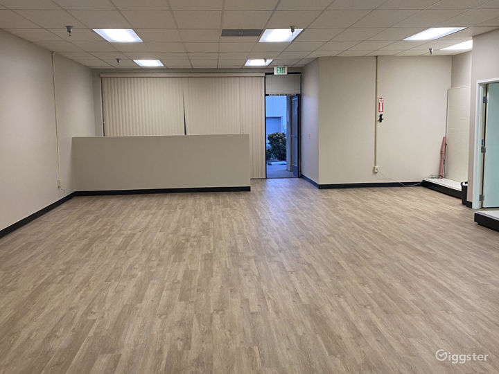 Empty Retail Store with brand new wood floors Photo 4