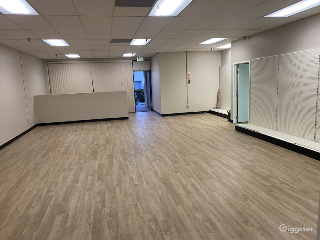Empty Retail Store with brand new wood floors Photo 2