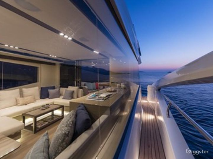 Exclusive 65FT NUMARINE 2017 Party Yacht Space Events with Jetski Included Photo 3