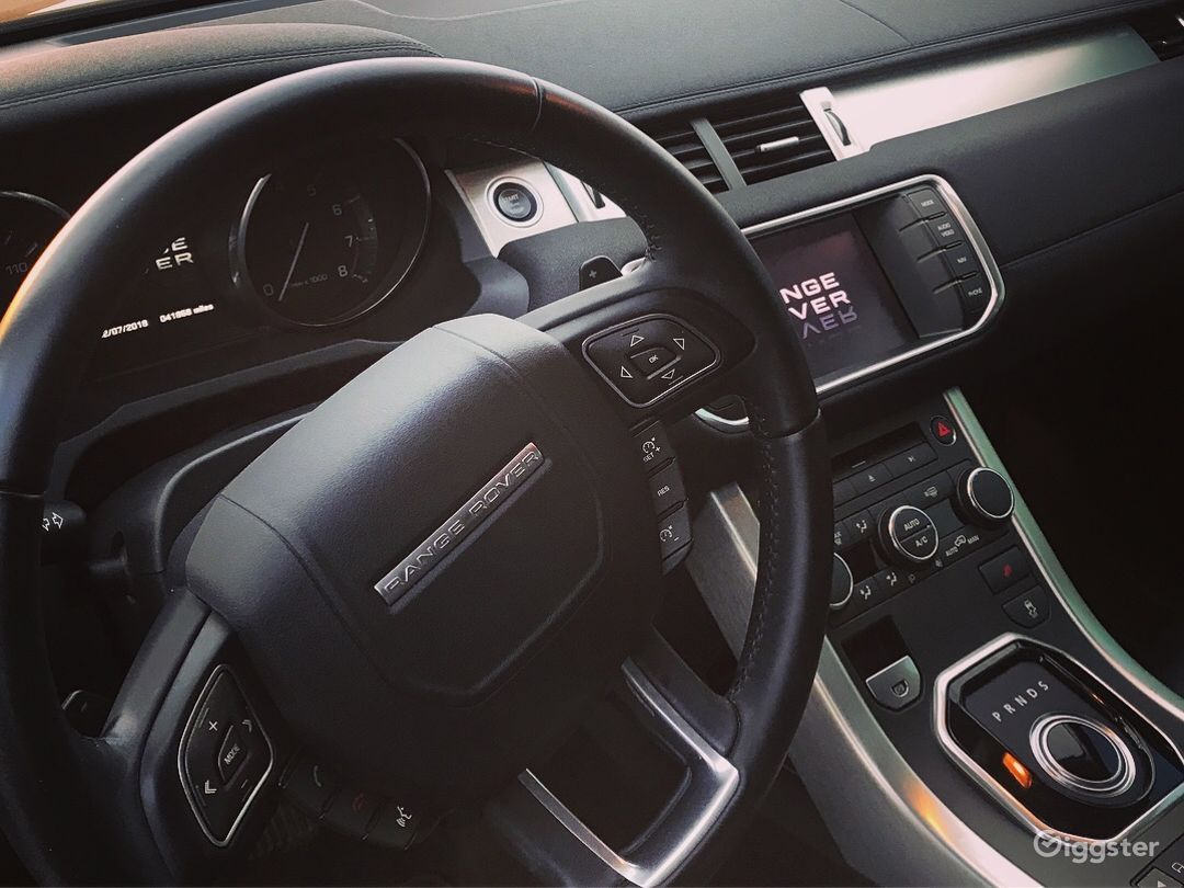 Range Rover Evoque (blacked out) Photo 3