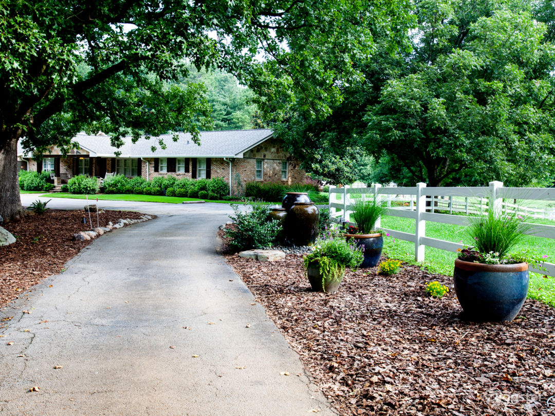 15 Acre Country Estate  Photo 5