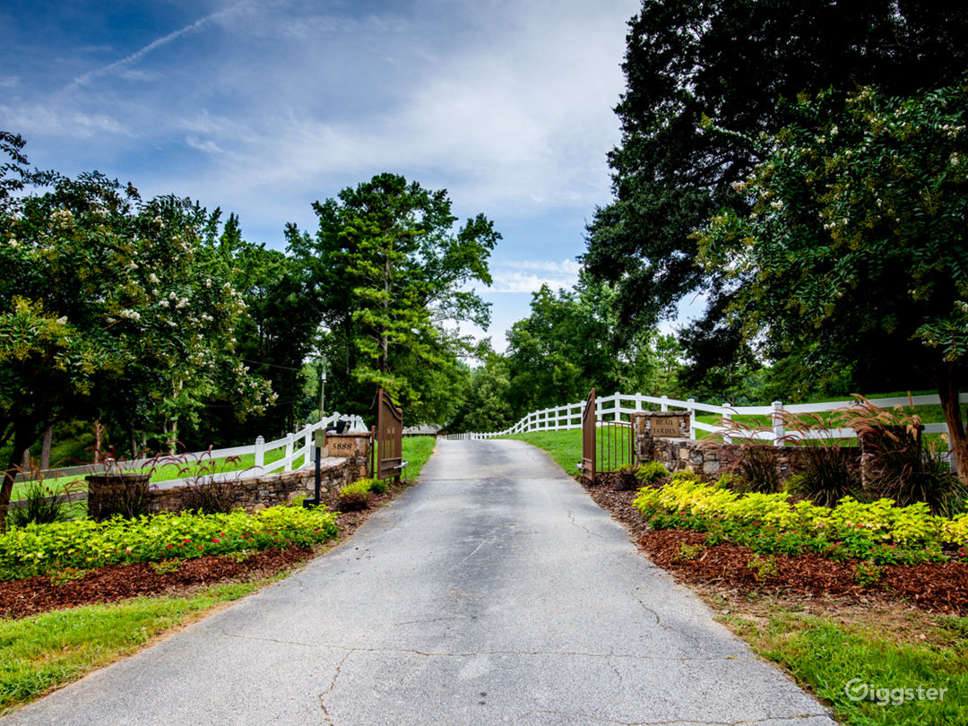 15 Acre Country Estate  Photo 1