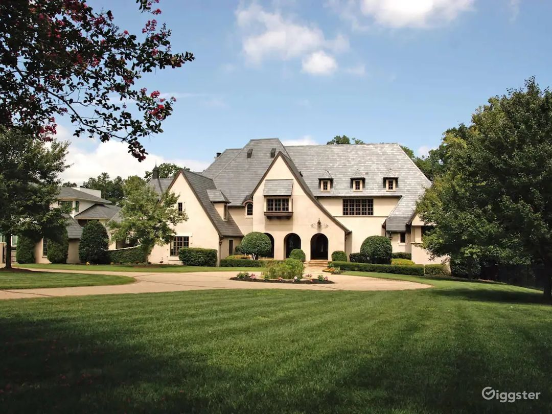 High End Private Mansion Estate with all Amenities Photo 1