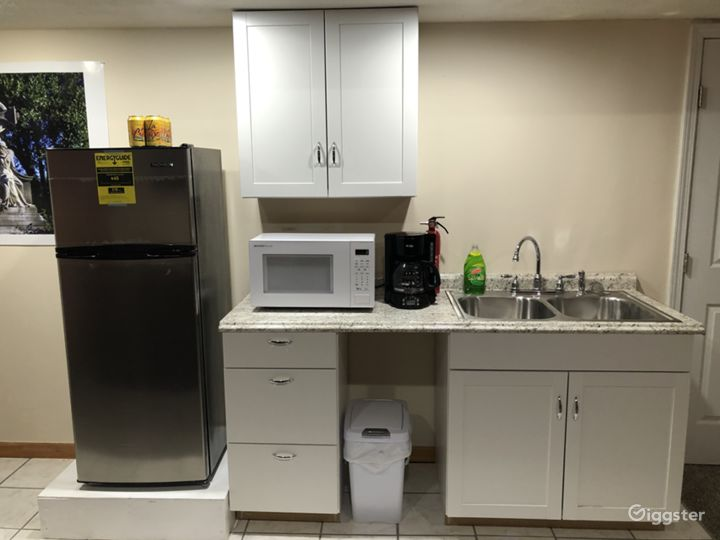 Lower kitchenette