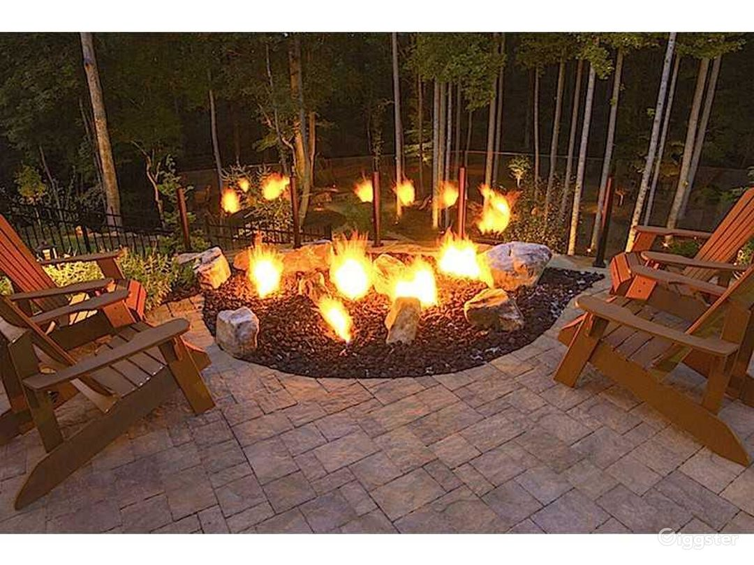 Sublime Luxury and Amazing Outdoor Living Photo 2